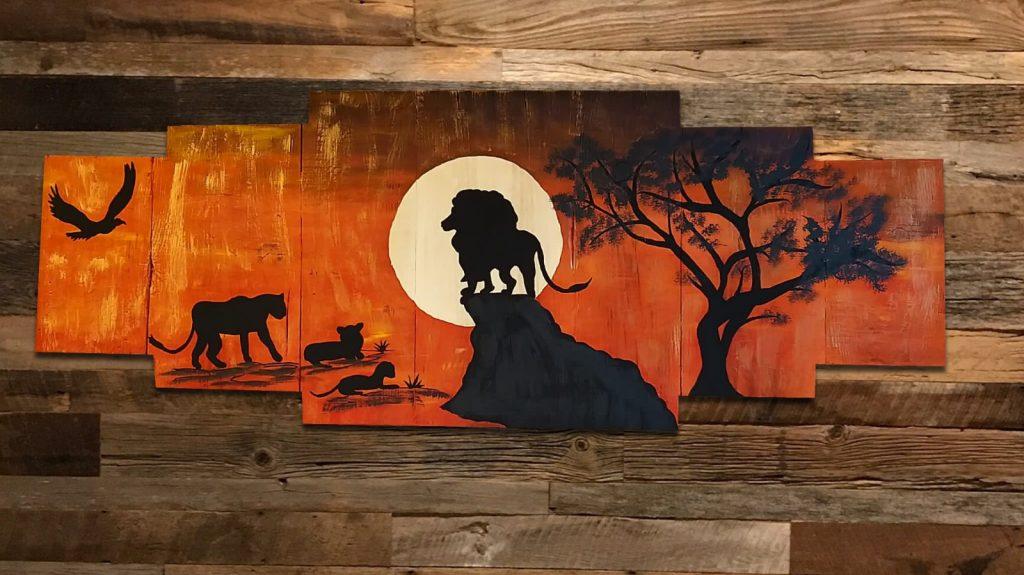 Leone dipinto su legno da Thaise Ramos